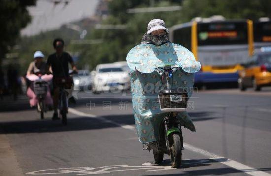 """北京继续""""高烤"""" 气温达37℃"""