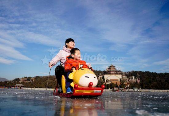 颐和园70万平方米的冰场全面开放