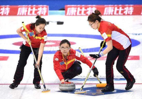 中国队击败韩国队取女子冰壶世锦赛首胜