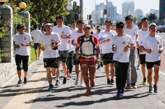 从莫斯科到北京 俄罗斯运动员徒步长跑8000公里