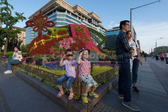 """北京西单设景观迎""""一带一路""""高峰论坛"""