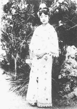 民国女子旗袍手绘铅笔图