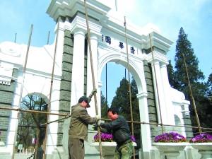 清华大学百年校庆已越来越近,校园中各处百年建筑修缮工程正抓紧在