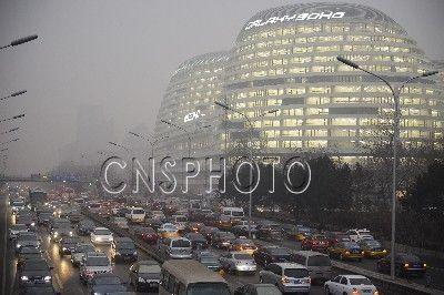 雾霾严重 北京汽车尾气约占总污染物20%