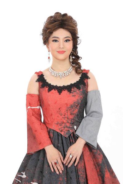 歌剧《复活》女主角旅奥女高音歌唱家宋元明的定妆照。